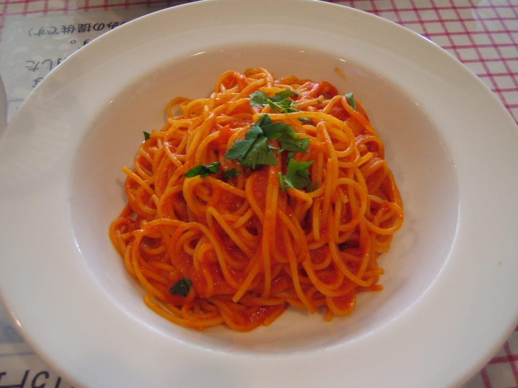 フォンテガーラ トマトソースパスタ